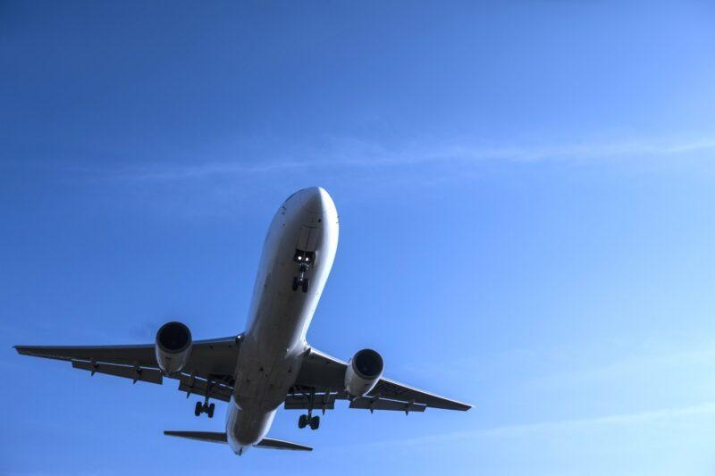 浮気調査や素行調査で対象者が飛行機で行動する場合