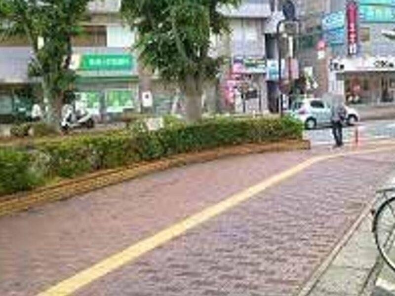 桶川ストーカー殺人事件が起こったJR桶川駅前の歩道