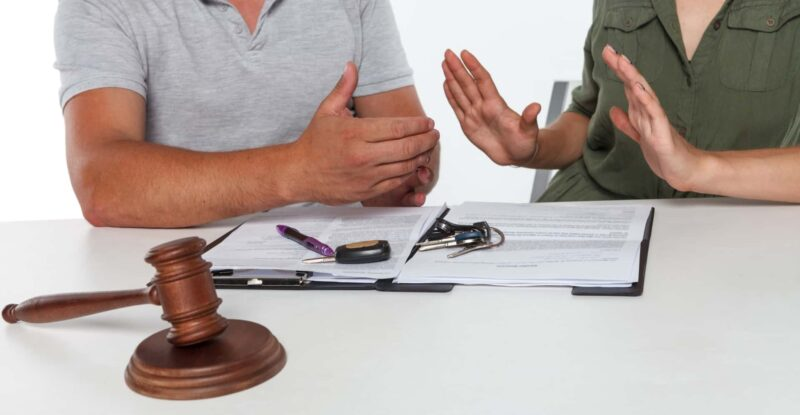 離婚調停中の夫が家庭裁判所で女性を刺す事件が発生